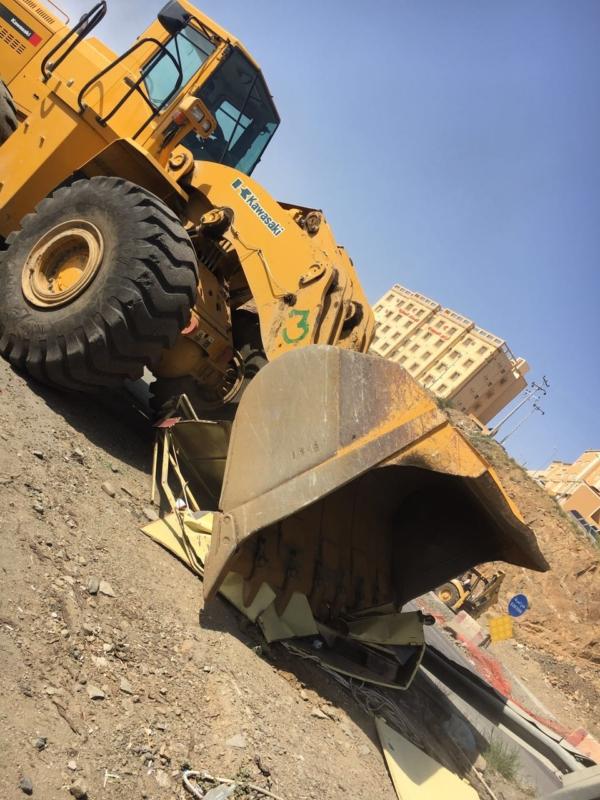 إزالة البسطات العشوائيّة بالطريق السياحيّ في سودة عسير (351539191) 