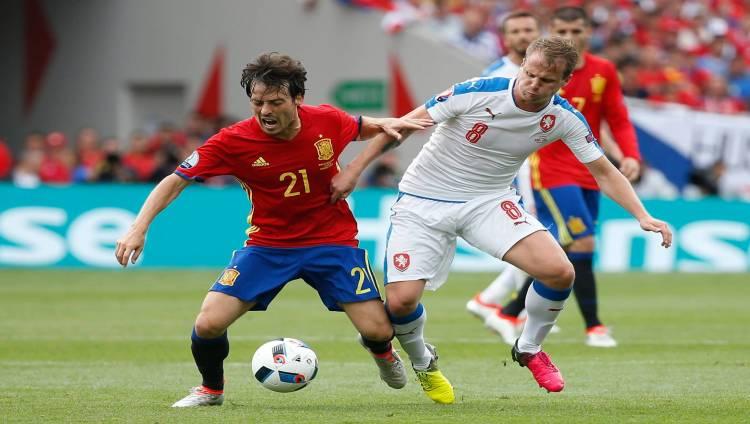 إسبانيا تهزم التشيك