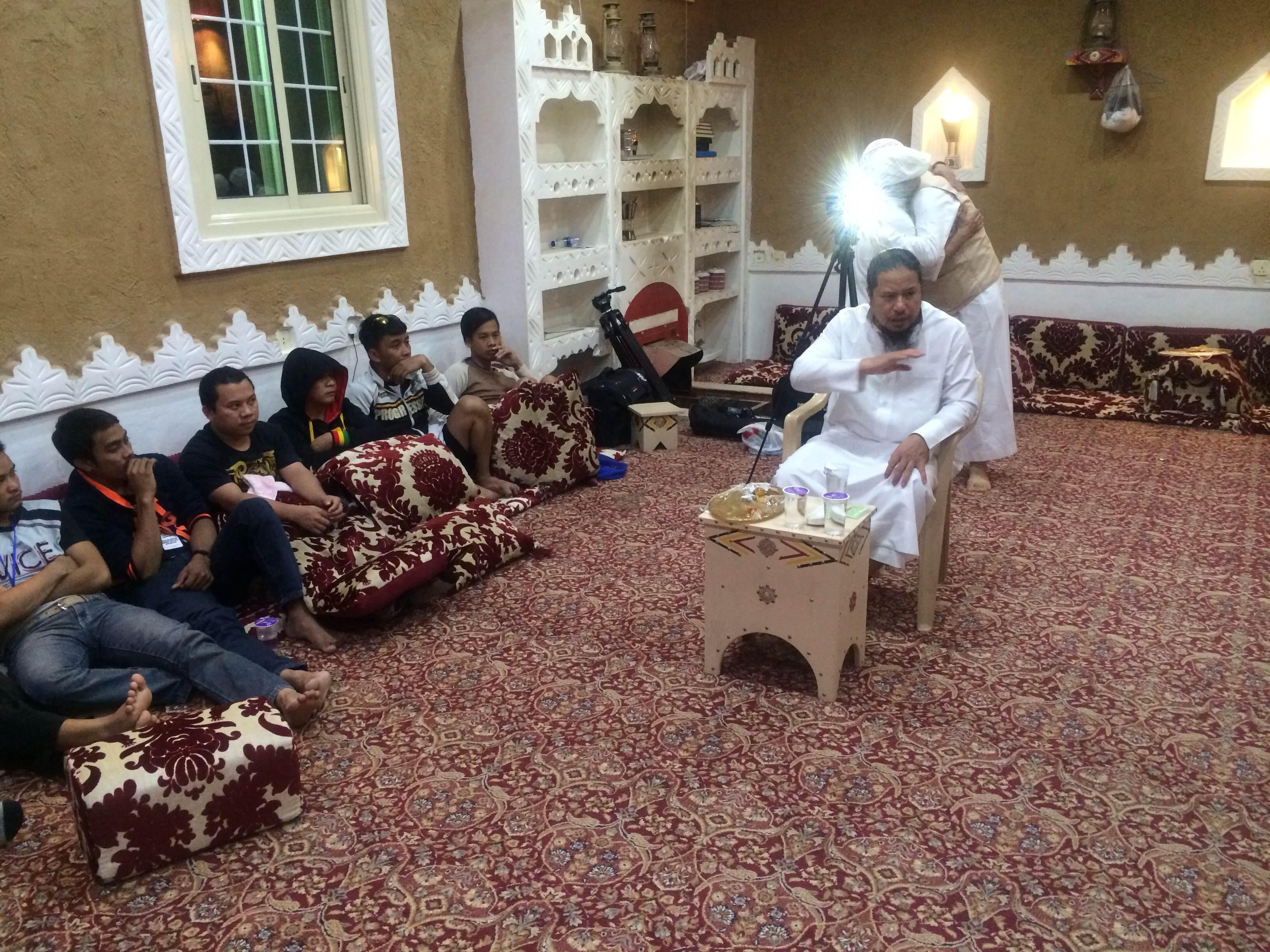 إسلام 9 من الجالية الفلبينة بملتقى بشائر الخير دعوى شمال الرياض (2)