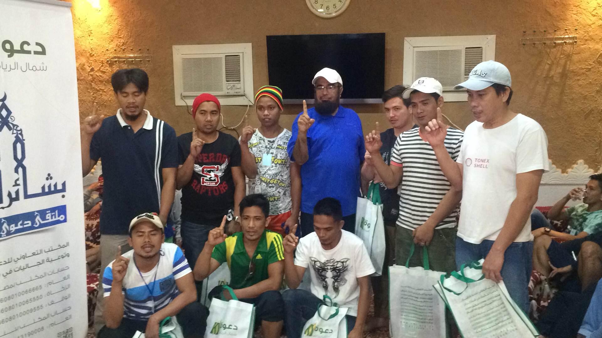 إسلام 9 من الجالية الفلبينة بملتقى بشائر الخير دعوى شمال الرياض (3)