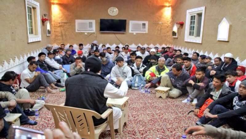 إسلام 9 من الجالية الفلبينة بملتقى بشائر الخير دعوى شمال الرياض (4)