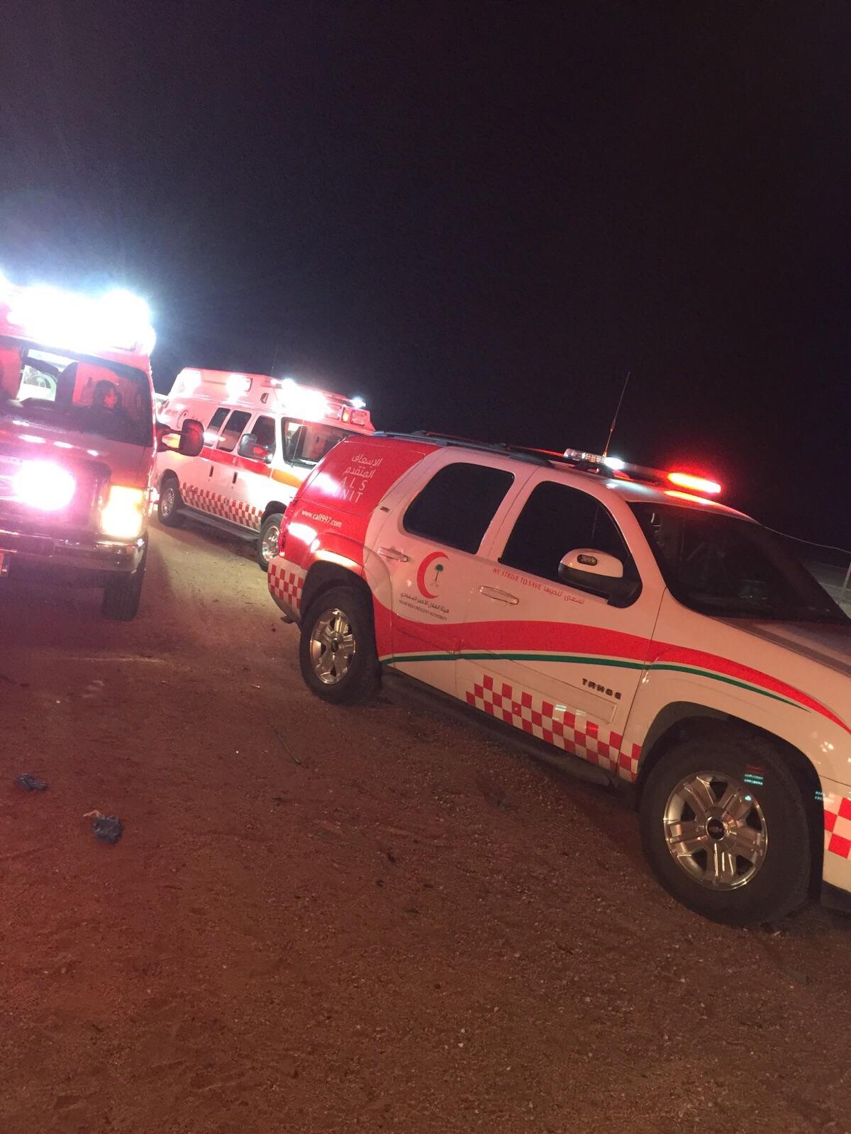 إصابة 10 أشخاص في حادث انقلاب ميكروباص في العطيف (3)