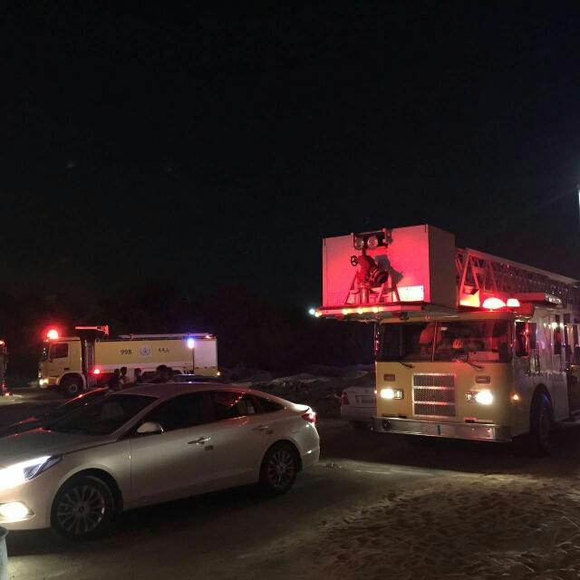 إصابة 10 أشخاص في حريق نشب بمبنى سكني في الأحساء (391849125) 