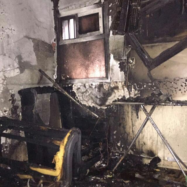 إصابة 10 أشخاص في حريق نشب بمبنى سكني في الأحساء (391849126) 