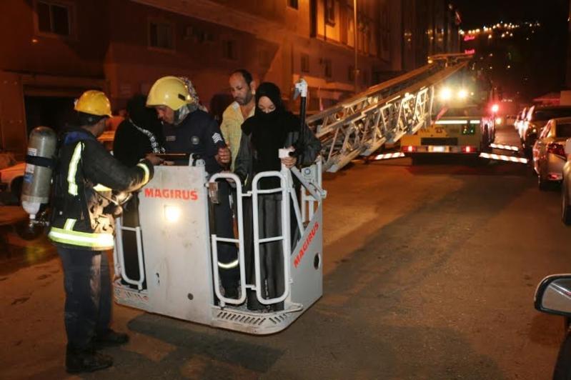 إصابة 3 باختناق وإخلاء 65 في حريق بـ #مكة