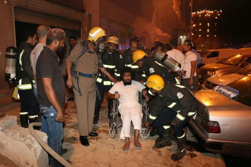 إصابة 3 باختناق وإخلاء 65 في حريق بـ #مكة1