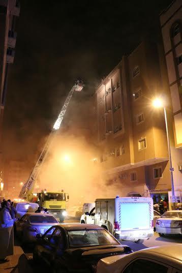 إصابة 3 باختناق وإخلاء 65 في حريق بـ #مكة2