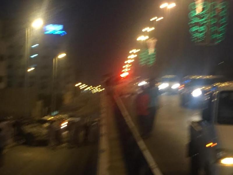 إصابة 4 أشخاص إثر اصدام مركبتهم و سقوطها من أعلى كوبري السداد بالطائف و انقلابها 4