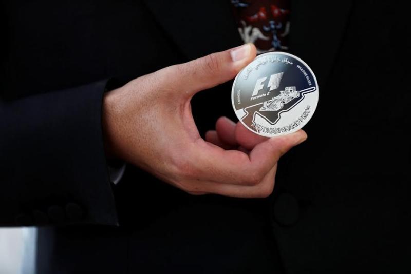 إصدار عملة ذهبية فريدة بوزن 5 كجم في أبوظبي1