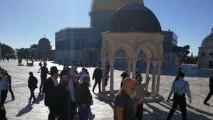 مؤسسة القدس تدين إطفاء الاحتلال الأنوار عن مسجد قبة الصخرة