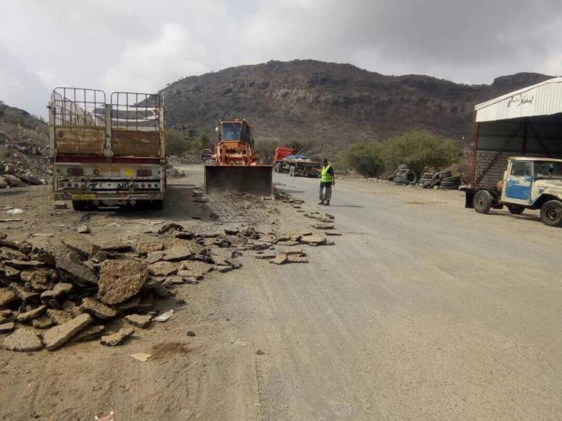 بالصور.. إعادة تأهيل طريق لحج الضالع قعطبة بتمويل من المملكة
