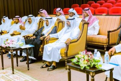 إعلاميو الباحة يكرمون متحدث الدفاع المدني (1)