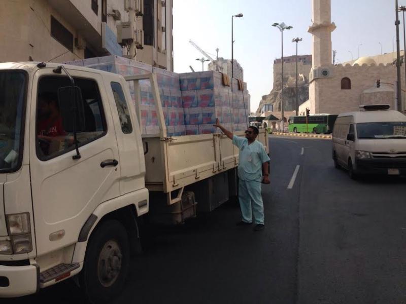 إغلاق مطبخ عشوائي داخل عمارة سكنية بمركزية مكة