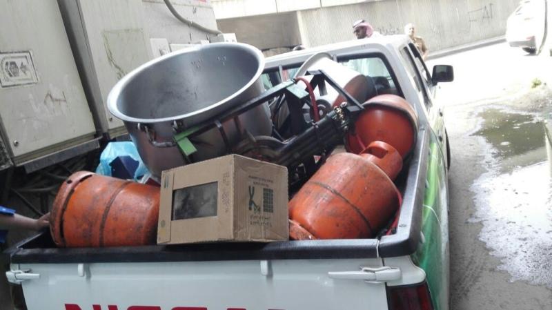 إغلاق مطبخ عشوائي داخل عمارة سكنية بمركزية مكة 7