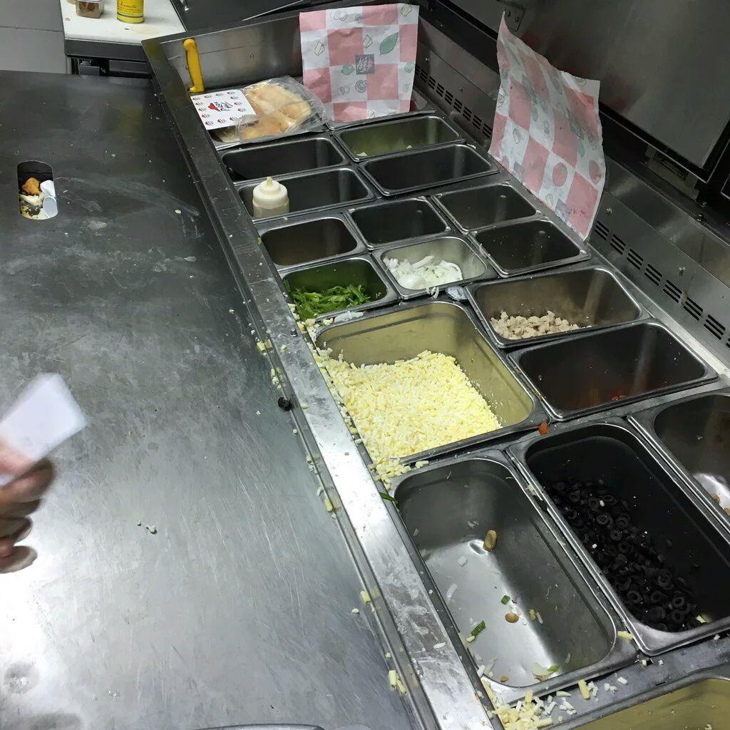 إغلاق مطعمي بيتزا هت وكنتاكي في #جدة (1)