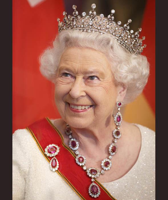 قصة القلادة الأغلى لدى الملكة إليزابيث