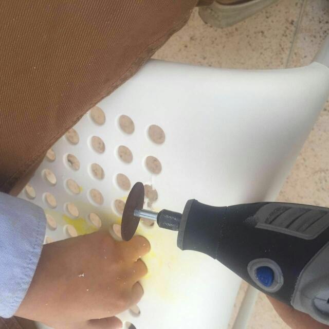 إنقاذ أصابع طفل علقت بكريي بلاستك بسيهات (1)
