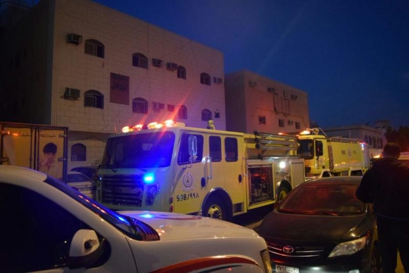 إنقاذ رجلين وطفلين احتجزهم حريق عمارة سكنية بالرياض