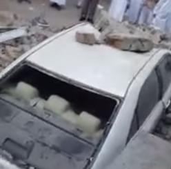 إنهيار مبنى على سيارة في مكة المكرمة