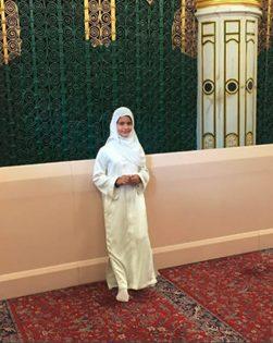 ابنة حاكم دبي مع والدتها في «العمرة» 5