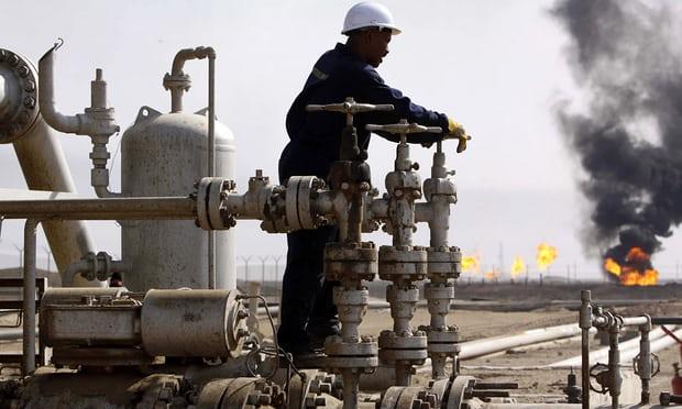 النفط يواصل مكاسبه بفعل توقعات بقوة الطلب وتخفيضات الإنتاج