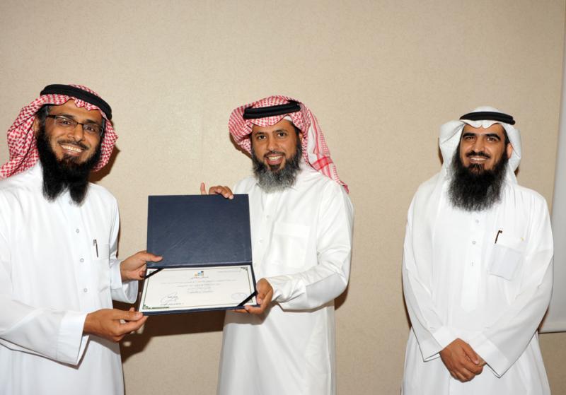 اتصالات الرياض تُكرم المشاركين في حفل الخريجين (215897397) 