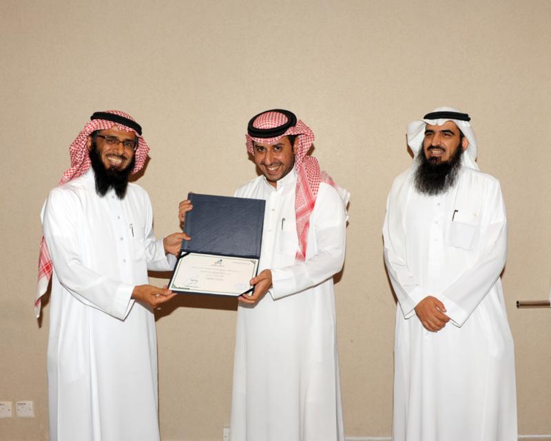 اتصالات الرياض تُكرم المشاركين في حفل الخريجين (215897398) 