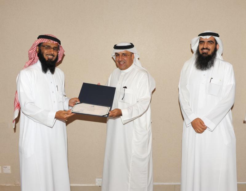 اتصالات الرياض تُكرم المشاركين في حفل الخريجين (215897400) 