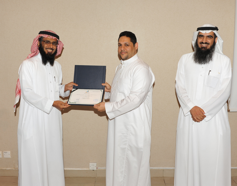 اتصالات الرياض تُكرم المشاركين في حفل الخريجين (215897404) 