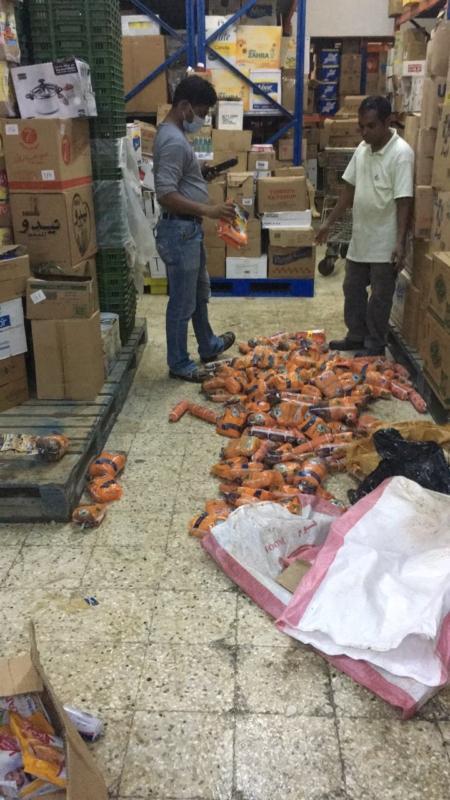 اتلاف دجاج واغذية فاسدة باحد المسارحة