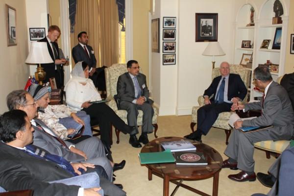 اجتماع-وفد-الشورى-مع-السناتور-جون-ماكين--(1)-