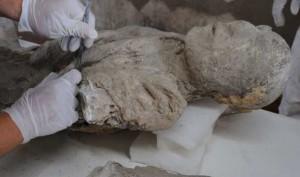اجساد-تحولت-الى-حجارة (17)