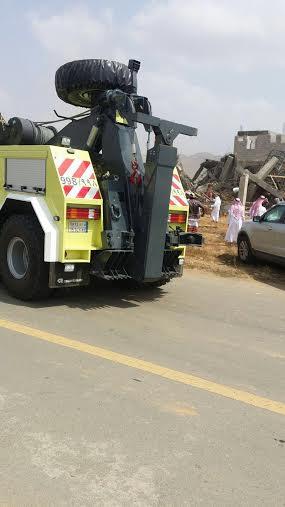 احتجاز عمال في انهيار مبنى تحت الإنشاء في بيش2