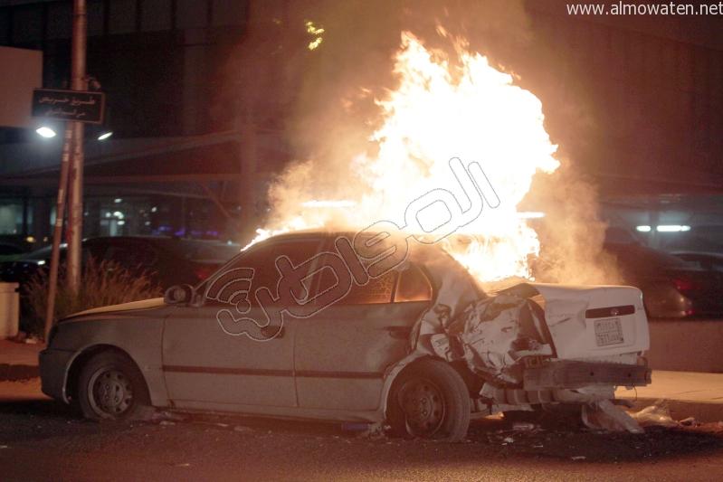 احتراق سيارة بطريق خريص في الرياض