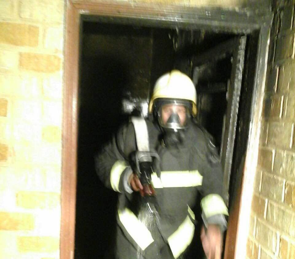 اخماد حريق باحد المنازل ببيشه ولا إصابات (1)