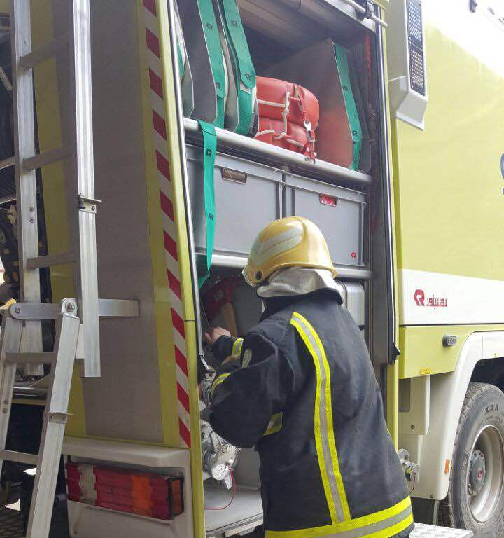 اخماد حريق بمستودع داخل عماره سكنية بالشرقية (4)