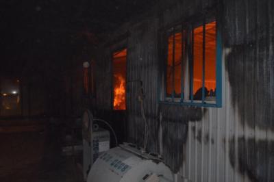 اخماد حريق بمعمل احدى الشركات في رفحاء2