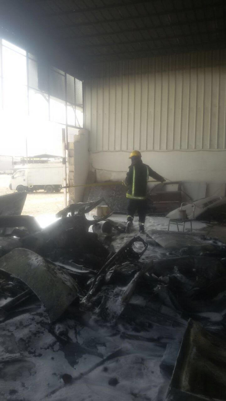 اخماد حريق بورشة سيارات بالعلا دون إصابات  (347180138) 