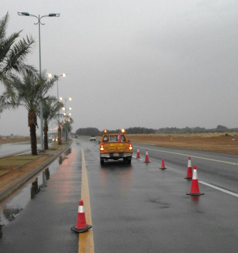 ادارة الطرق بجازان تواصل جهودها في الصيانة بعد الأمطار (11)