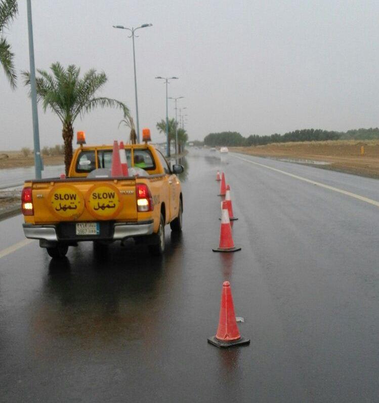 ادارة الطرق بجازان تواصل جهودها في الصيانة بعد الأمطار (15)