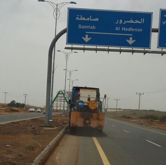 ادارة الطرق بجازان تواصل جهودها في الصيانة بعد الأمطار (7)