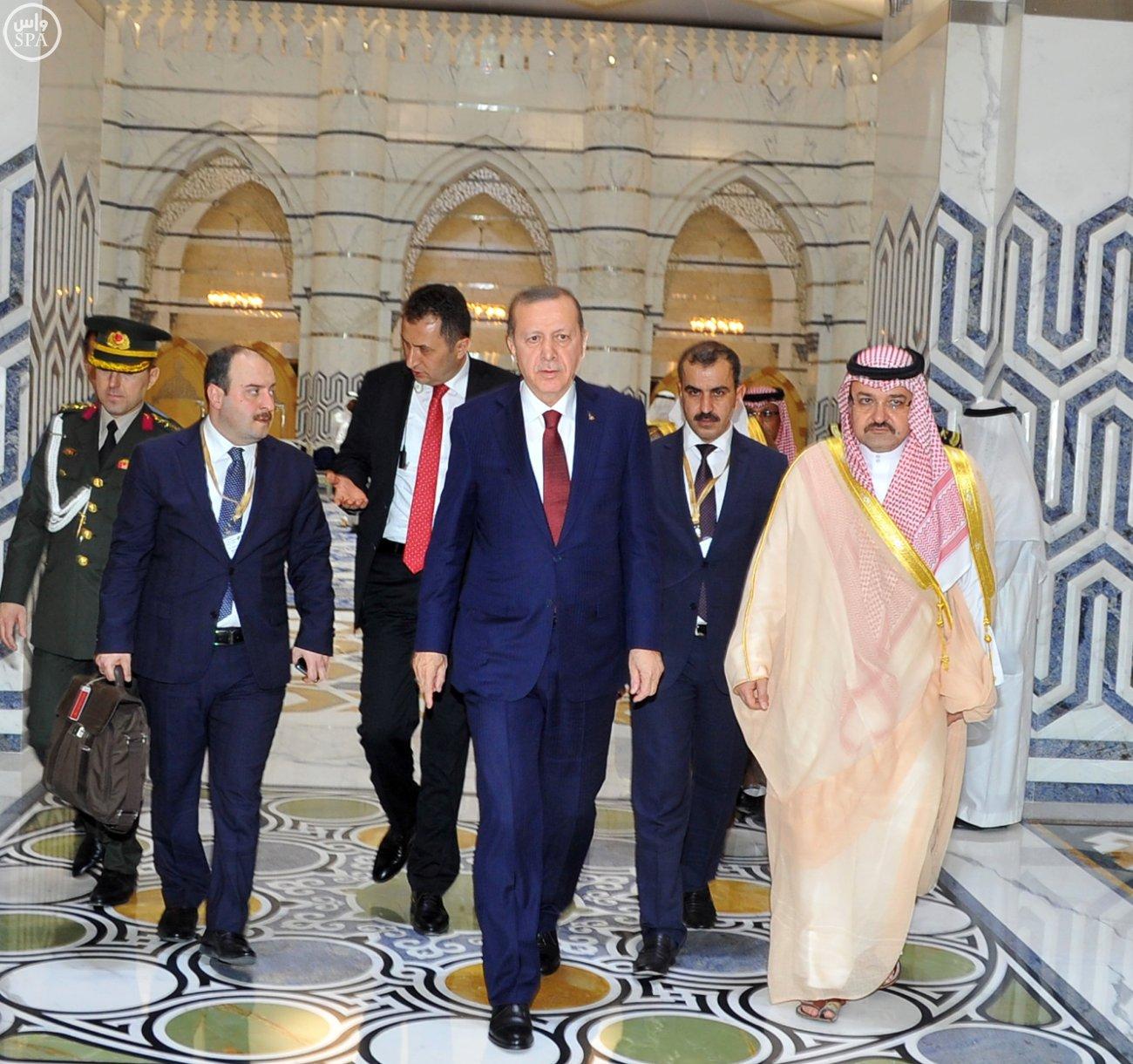 اردوغان-يصل-جدة-لاداء-مناسك-العمرة (1)