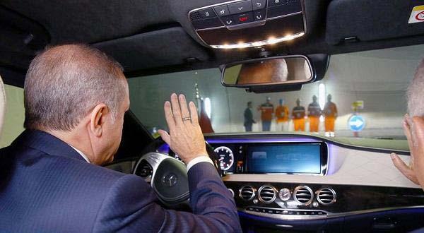 اردوغان يقود سيارته