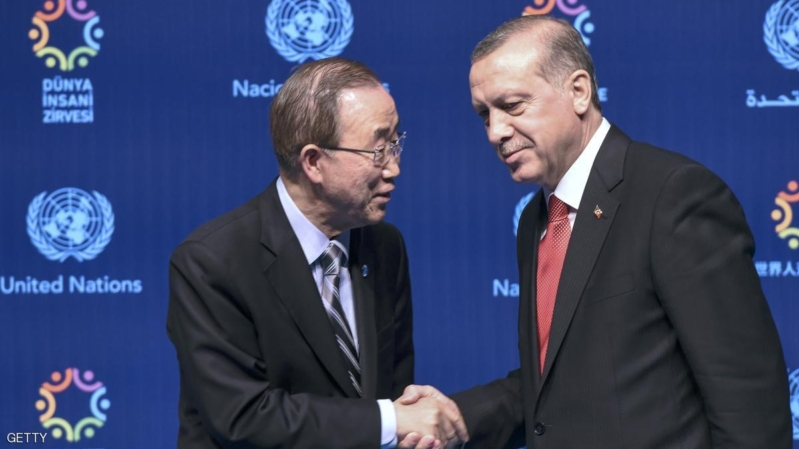 Turkish President Recep Tayyip Erdogan (R) shakes hand with UN secretary general Ban Ki-moon (L) during a press conference on May 24, 2016, in Istanbul during the World Humanitarian Summit.  President Recep Tayyip Erdogan on Monday warned the European Union that the Turkish parliament would block laws related to the landmark deal to stem the flow of migrants to Europe if Ankara was not granted its key demand of visa-free travel. / AFP / OZAN KOSE        (Photo credit should read OZAN KOSE/AFP/Getty Images)