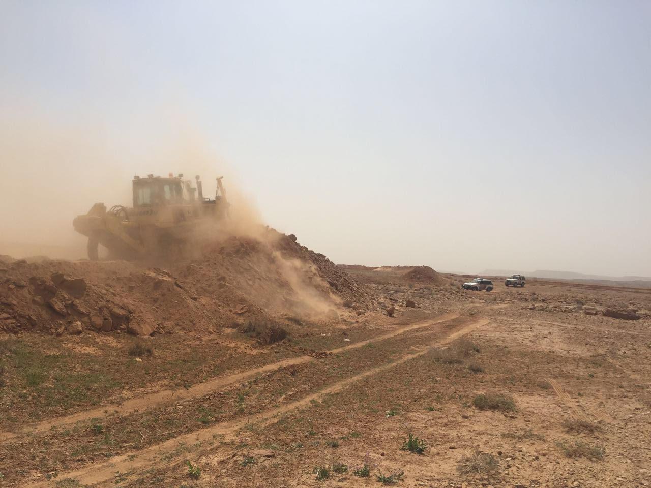 ازالة تعديات على أراض حكومية في مدينة سكاكا (2)
