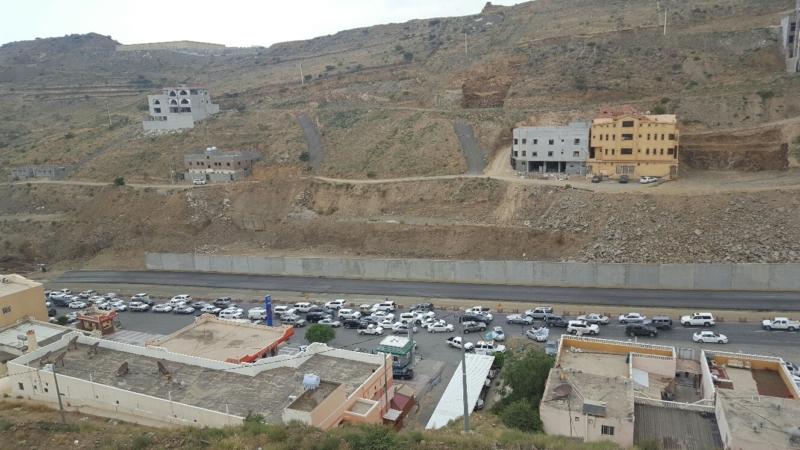 . ازدحام على طريق السودة والسبب تعثُر مشروع المزدوج (2)