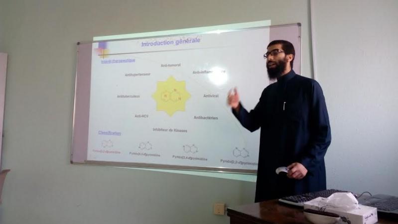 استاذ كيمياء بالقريات