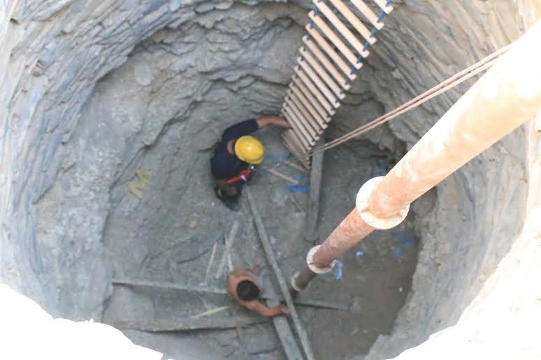 استخراج طفل سقط في بئر قديمة عمقها 30 مترًا بمكة2