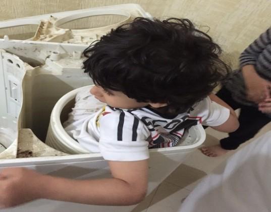 استخراج-طفل-من-نشافة-غسيل