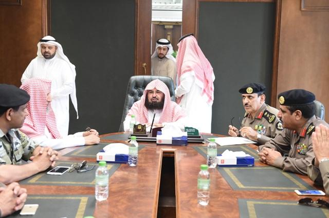 بالصور.. اجتماع تنسيقي بين الفريق المحرج والشيخ السديس - المواطن